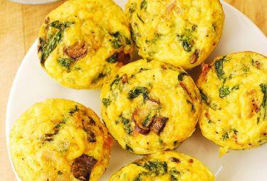 muffin de espinafre e queijo
